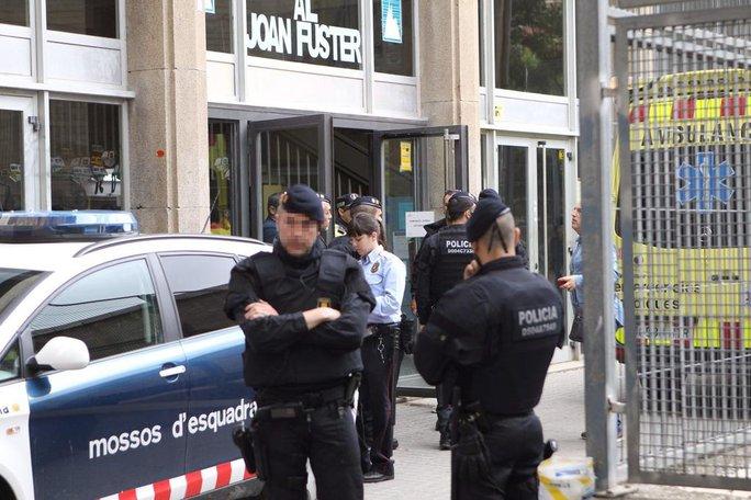 Cảnh sát phong tỏa hiện trường để điều tra. Ảnh: Twitter