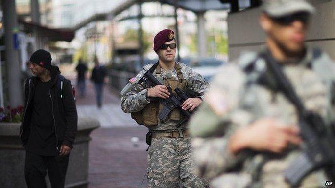 Vệ binh Quốc gia Mỹ tuần tra ở Baltimore. Ảnh: AP