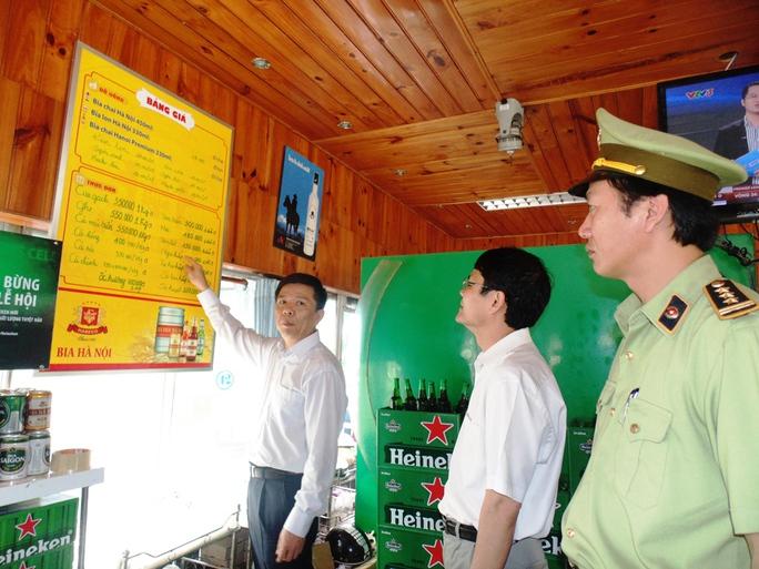 Mặc dù giá cả được niêm yết từ trước nhưng nhiều nhà hàng khách sạn tại Quảng Bình vẫn tự ý nâng giá chặt chém du khách