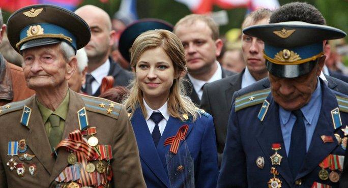 Natalia Poklonskaya (giữa) dẫn đầu đoàn công tố Crimea. Ảnh: Sputnik News