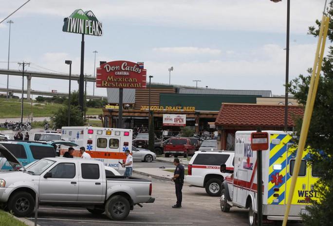 Vụ đấu súng nổ ra ở chuỗi nhà hàng - quán bar Twin Peaks. Ảnh: AP