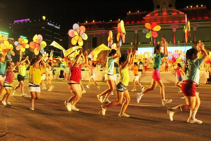 Hình ảnh tương vui mở đầu cho lễ hội