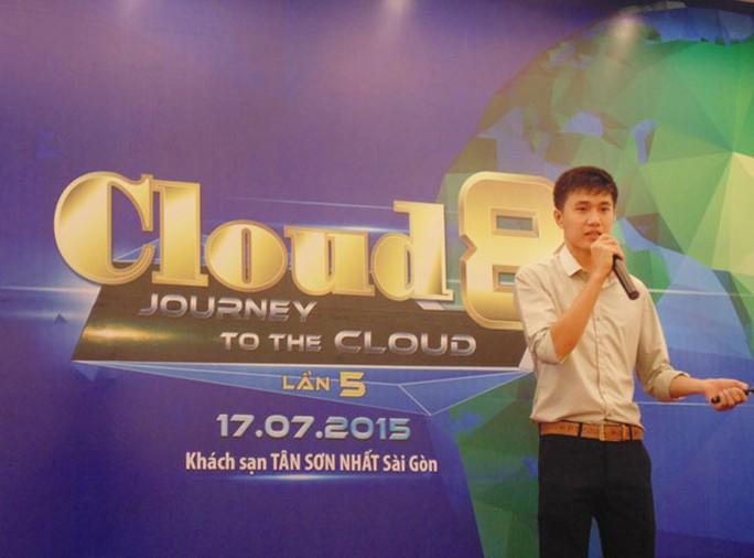 Ông Nguyễn Doãn Minh Giang đang giới thiệu về dịch vụ họp trực tuyến.