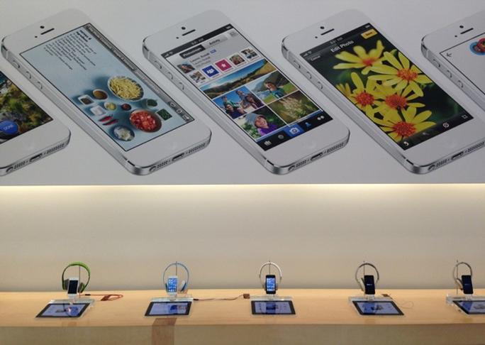 Apple có quy định rất rõ về việc vị trí trưng bày từng sản phẩm, ngay cả bảng quảng cáo - Ảnh minh họa