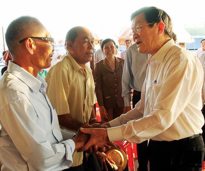 Chủ tịch nước Trương Tấn Sang thăm hỏi ngư dân huyện Ninh Hải, tỉnh Ninh Thuận