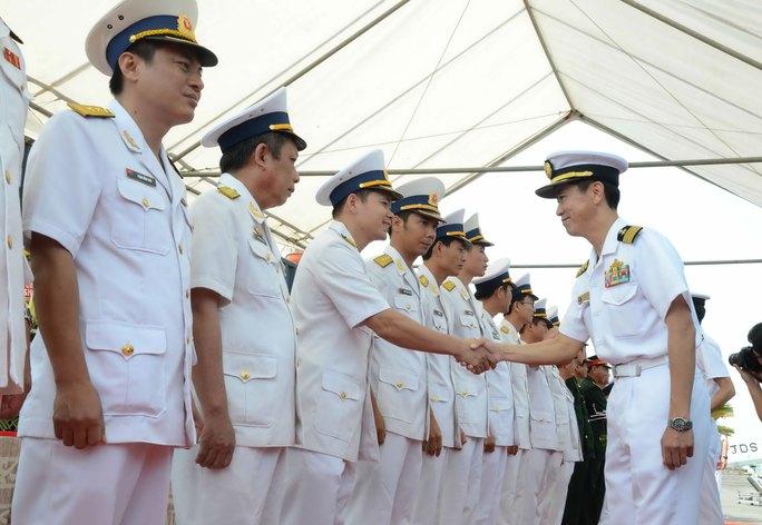 Lực lượng Phòng vệ bờ biển Nhật Bản chào xã giao Hải quân Việt Nam