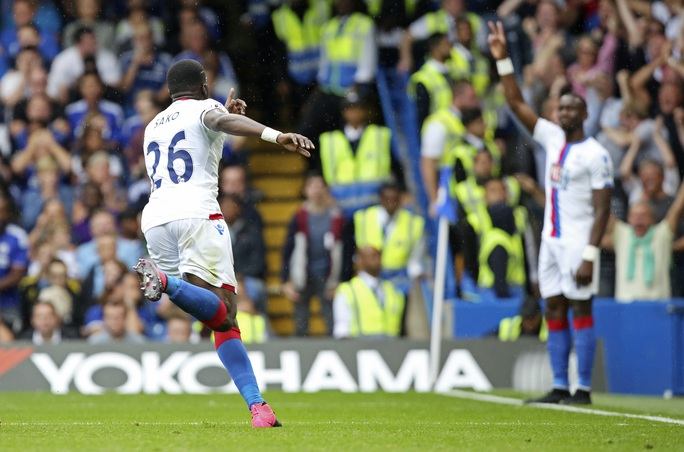 Sakho sau bàn mở tỉ số cho Crystal Palace