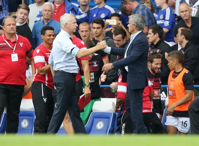 HLV A.Pardew trở thành khắc tinh của Mourinho khi giúp Crystal Palace rồi trước đó là Newcastle thắng Chelsea