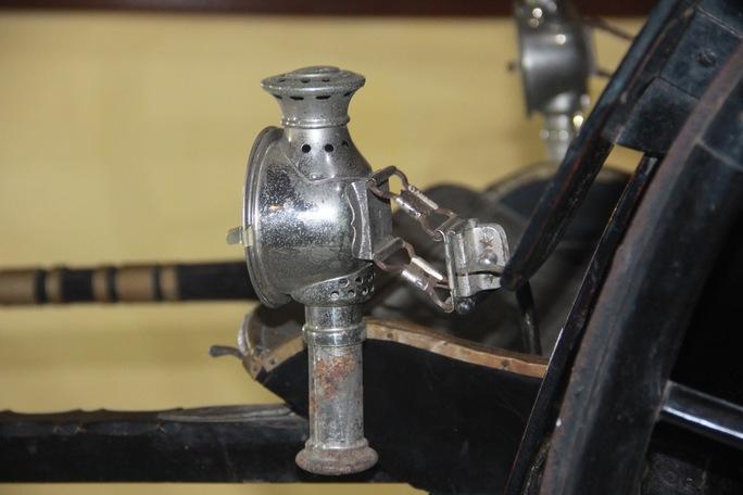 Chiếc đèn lồng trên xe