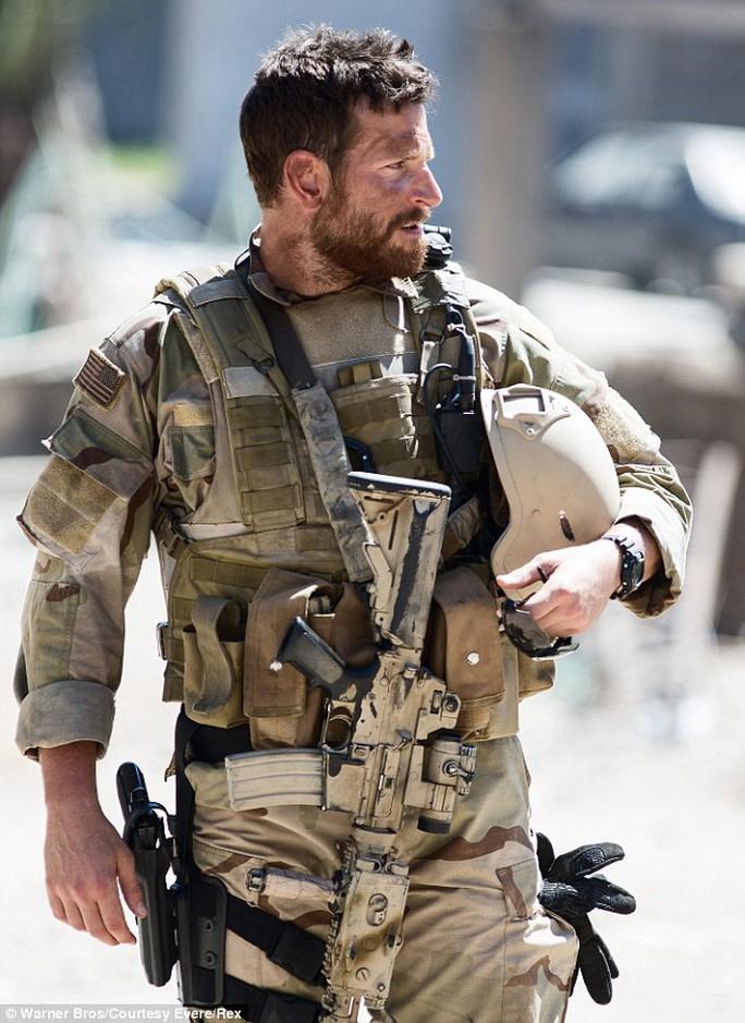 Bradley Cooper khi hoá thành Kyle