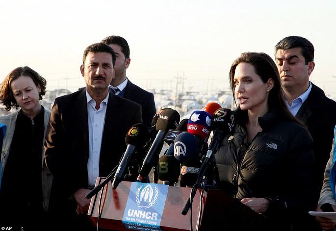 Angelina Jolie phát biểu