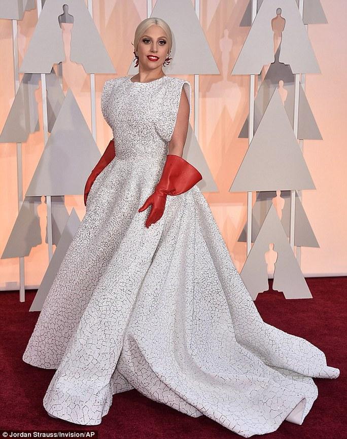 Trang phục của Lady Gaga trên thảm đỏ