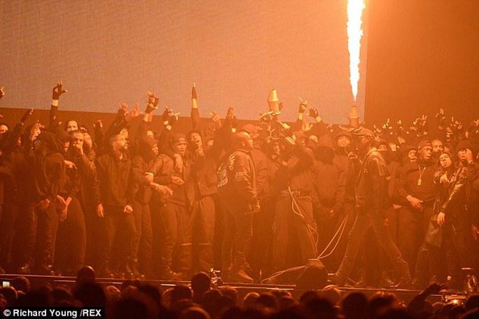 Kanye West liên tục gây sốc trong chương trình trực tiếp