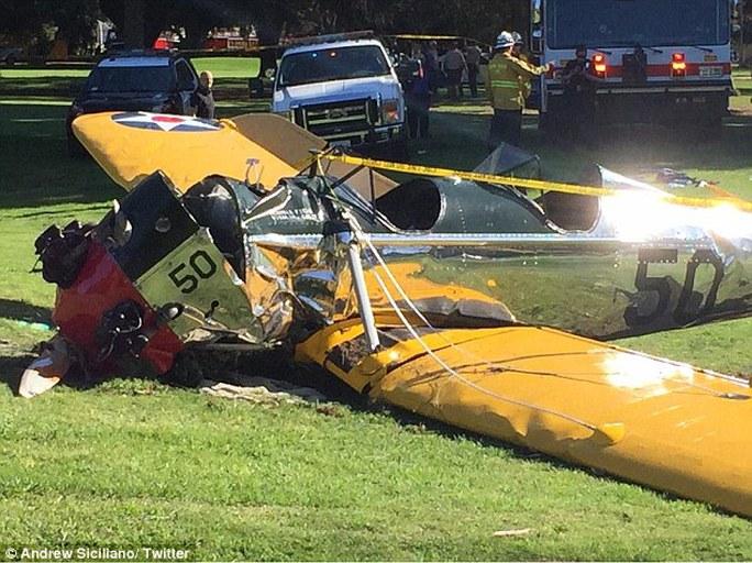 Máy bay của Harrison Ford rơi xuống sân golf