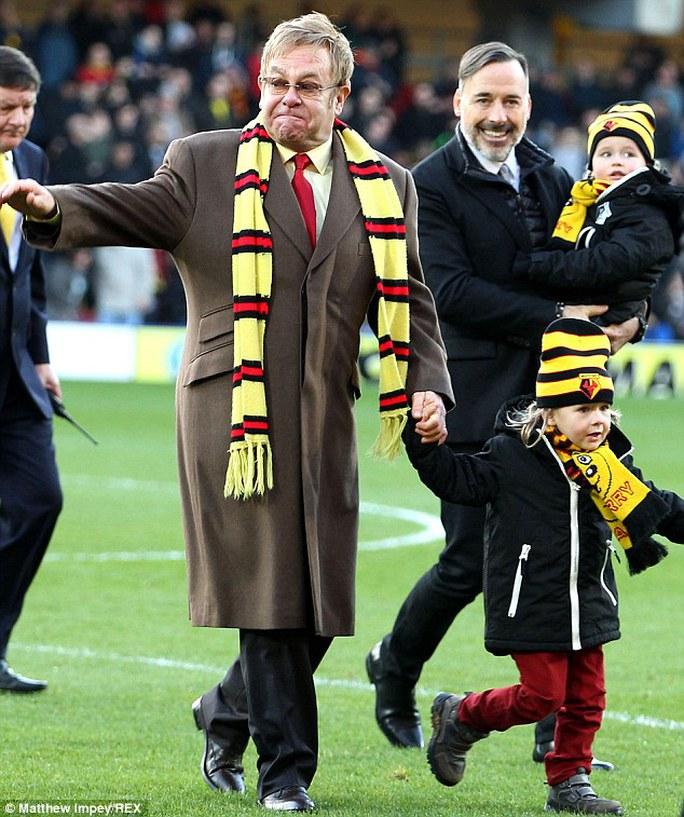 Elton John và gia đình mình