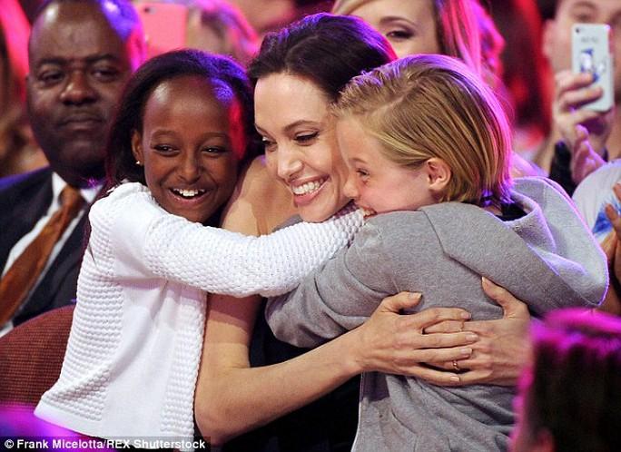 Angelina Jolie và hai con Zahara, Shiloh