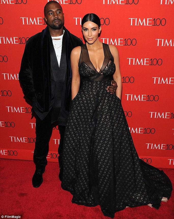 Cô tạo dáng cùng chồng Kanye