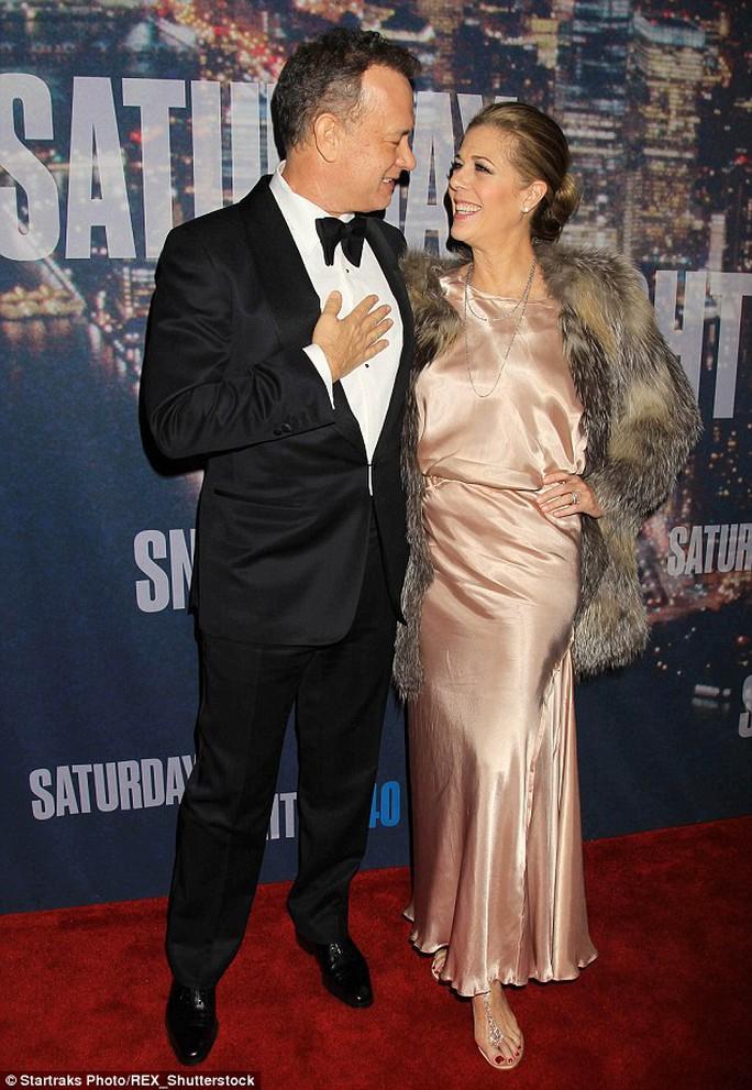 Vợ chồng Tom Hanks thương nhau hơn sau phẫu thuật