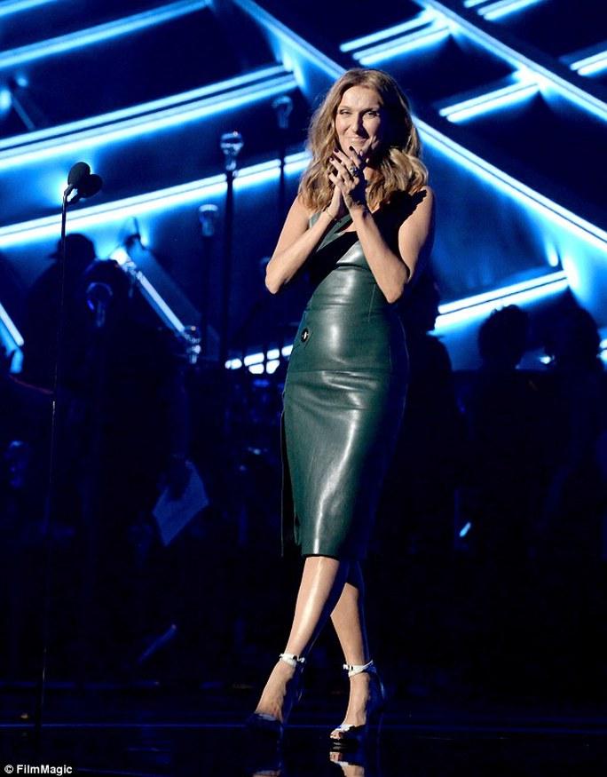 Celine Dion rạng rỡ tại Lễ trao giải âm nhạc Billboard