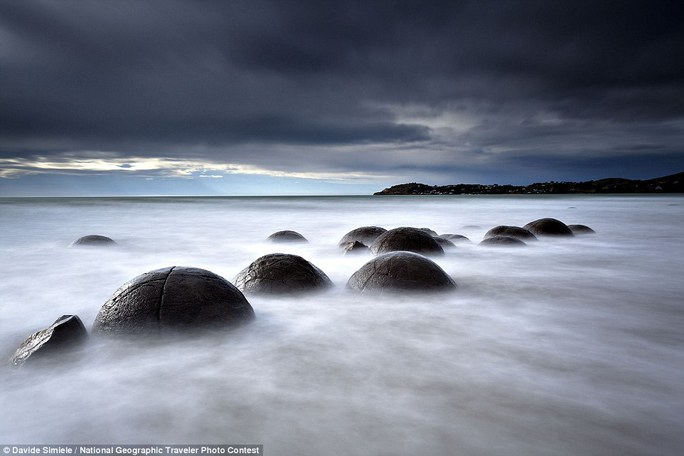 Những tảng đá Moeraki (Moeraki Boulders) ở bờ biển Otago, đảo Nam New Zealand