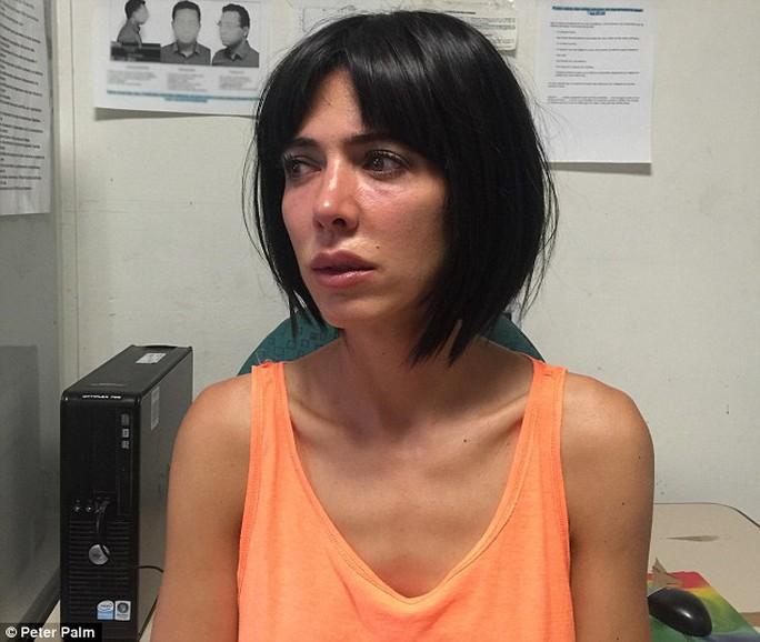 Nữ nghệ sĩ bị bắt vì khoả thân gần tháp Eiffel