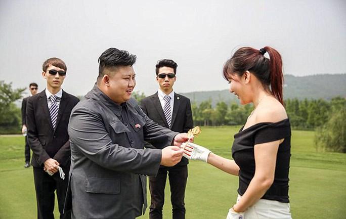 ...và không quên mời nhiếp ảnh gia đi cùng. Ảnh: Daily Mail
