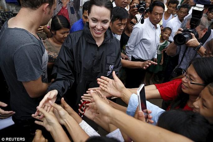 Angelina Jolie được chào đón