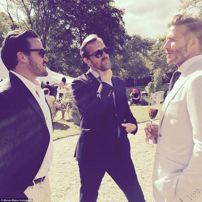 David Beckham trò chuyện cùng các khách mời khác