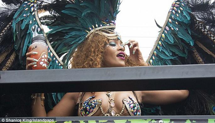 Rihanna diện bikini