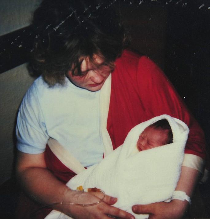 Joe Holliday lúc mới chào đời
