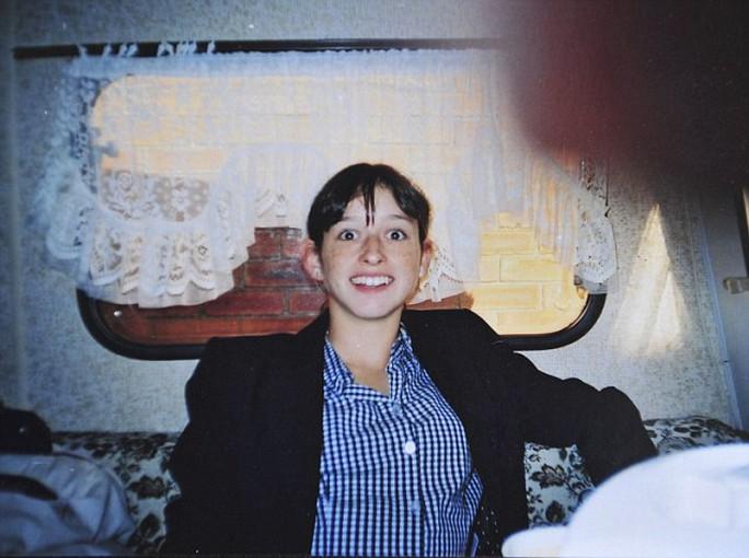 Thiếu nữ Joella Holliday