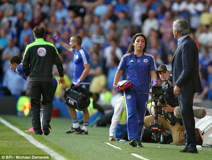 Carneiro được cho là đang kiện ông Mourinho ra tòa sau khi bị chửi rủa thậm tệ