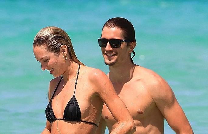 """Candice Swanepoel, """"thiên thần"""" của nhãn hiệu nội y danh tiếng Victorias Secret đã đính hôn cùng bạn trai Hermann Nicoli"""