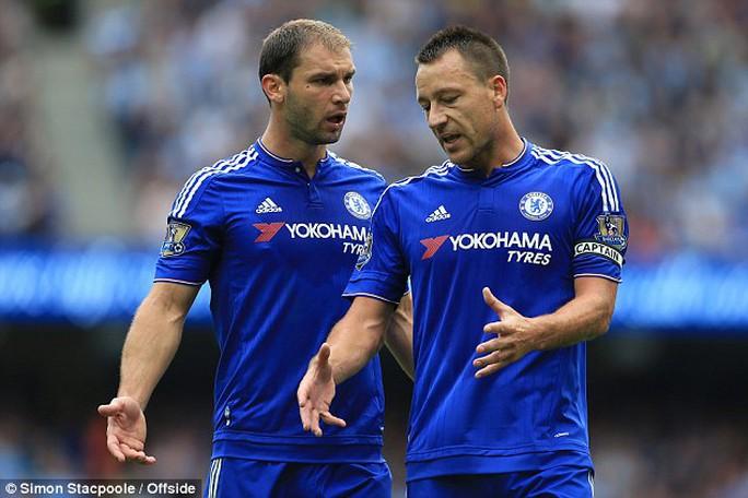 Ivanovic và Terry, 2 trong số 7 cầu thủ gây thất vọng cho ông Mourinho