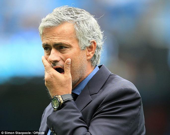 HLV Mourinho gặp nhiều khó khăn ngay đầu mùa giải