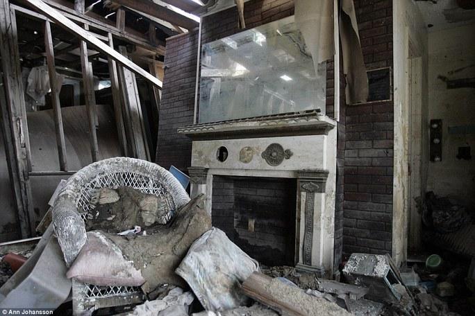Một ngôi nhà bị bão phá hỏng