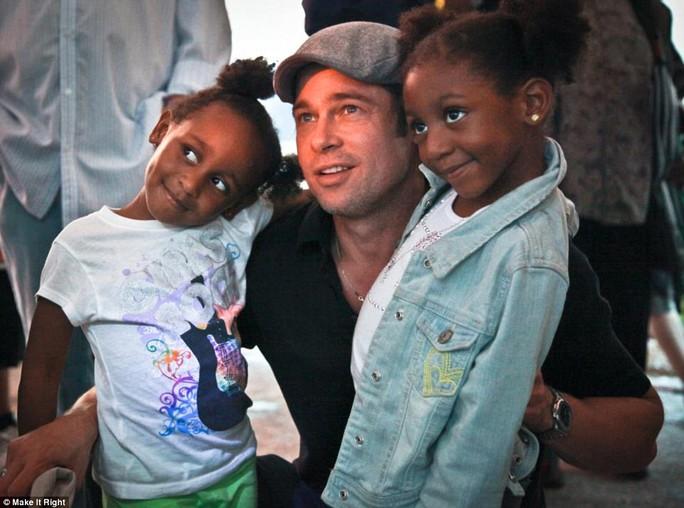 Brad Pitt trong chuyến thăm New Orleans