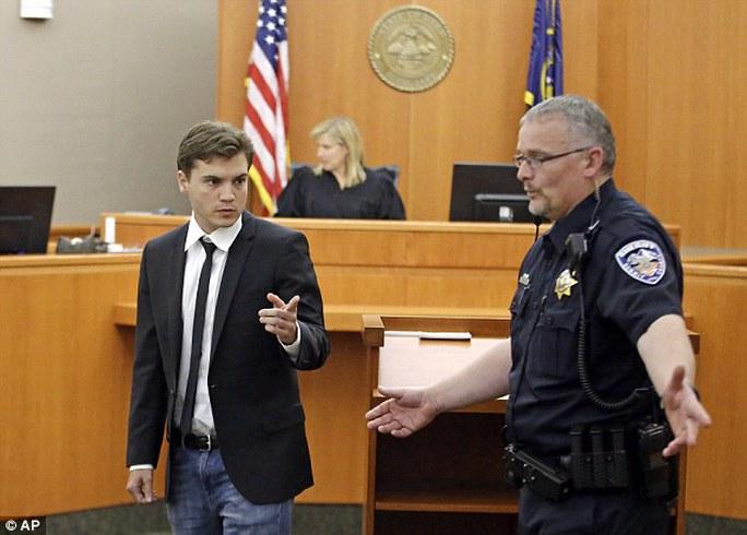 """Emile Hirsch, nam diễn viên phim """"Into the wild"""" (Miền hoang dã) tại tòa"""