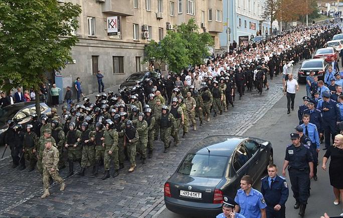 Cảnh sát bắt hàng loạt CĐV quá khích