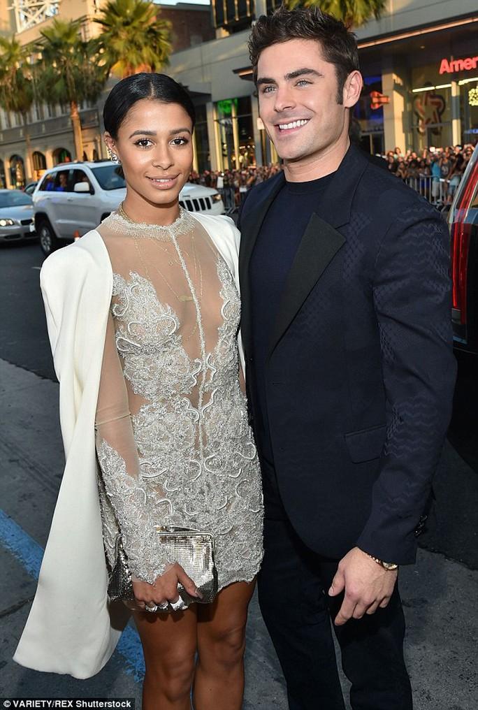 Zac Efron cùng bạn gái