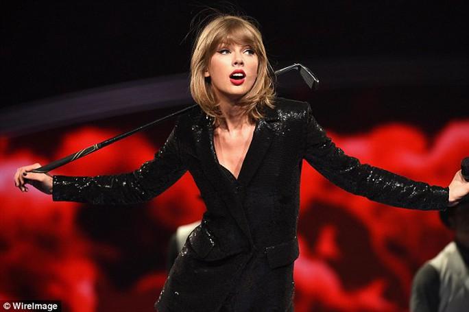 Taylor Swift từ bỏ sô diễn thù lao cao vì con đỡ đầu