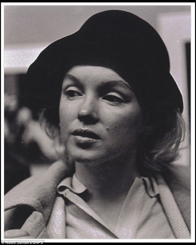 Marilyn Monroe và nón đen đắt giá