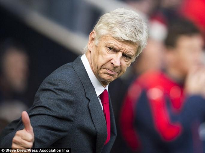 HLV Wenger ngầm ám chỉ M.U đã hớ trong vụ Martial