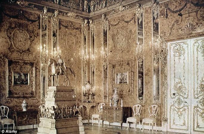 Hình ảnh căn phòng hổ phách được chụp từ năm 1932. Ảnh: Alamy