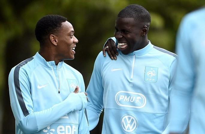 Martial và Zouma tập trung cùng tuyển Pháp