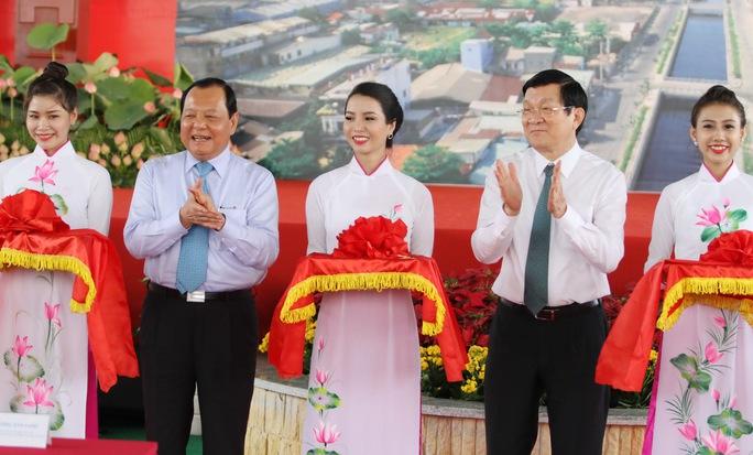 Chủ tịch nước Trương Tấn Sang cùng ông Lê Thanh Hải Bí thư Thành ủy Thành phố cắt băng khánh thành đưa dự án vào sử dụng