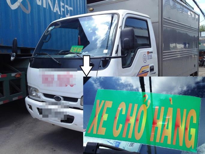 Sáng 28-8, Phóng viên ghi nhận thấy hàng loạt xe lưu thông có in logo xe vua.