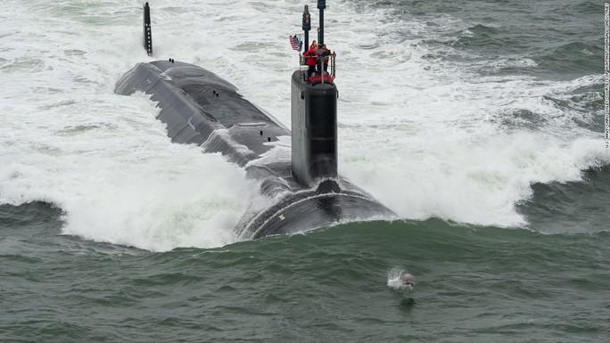 Tàu USS John Warner. Ảnh: CNN