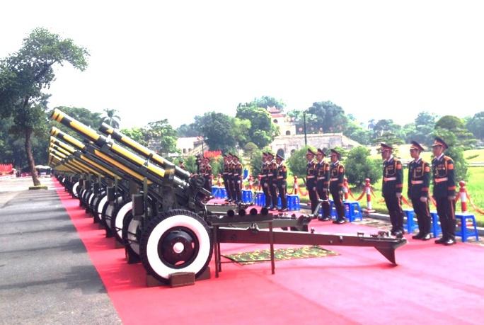 Nghi lễ bắn pháo mừng 70 năm Quốc khánh. Nhiệm vụ này do cán bộ, chiến sĩ Lữ đoàn Pháo binh Tất Thắng (Binh chủng Pháo binh) đảm nhiệm