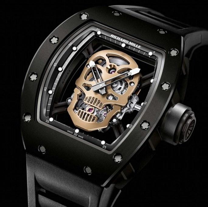 Chiếc đồng hồ có hình đầu lâu làm bằng vàng. Ảnh: Daily Mail